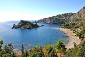 TAORMINA. RISSA ALL' ISOLA BELLA . EDDY TRONCHET SCRIVE AL QUESTORE